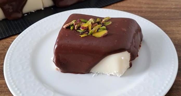 Çikolata soslu yalancı tavuk göğsü tatlısı tarifi nasıl yapılır?