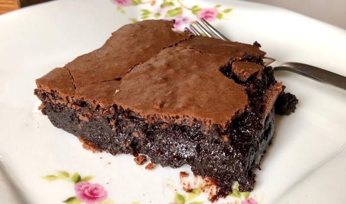 Islak bol çikolatalı brownie tarifi