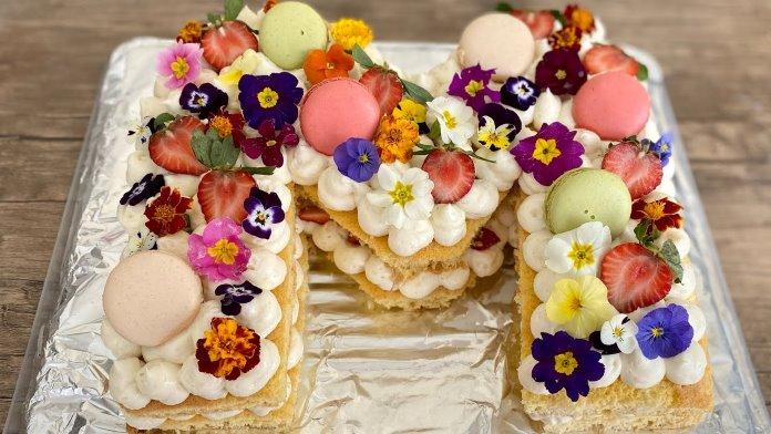M harfi pasta tarifi, 25 kişilk pasta yapımı, büyük boy pasta tarifleri, doğum günü, nişan, düğün pastaları